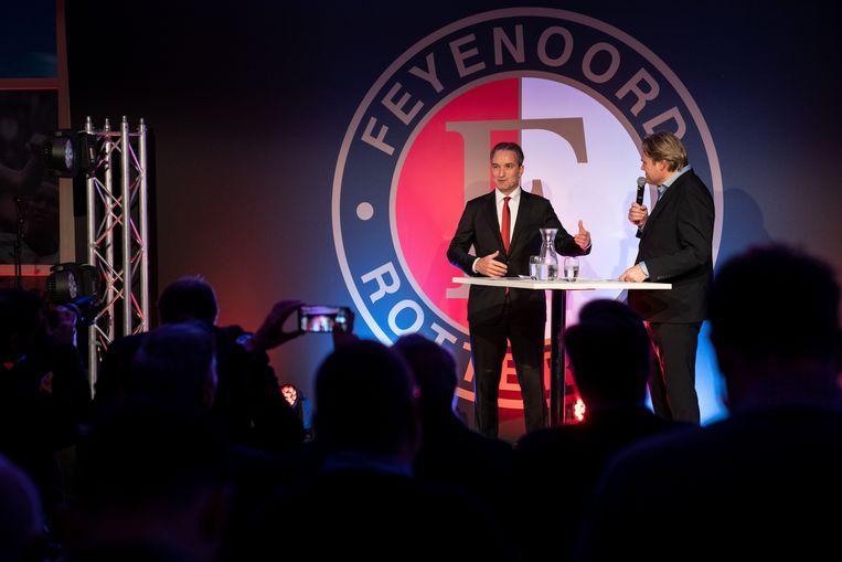 Feyenoord-directeur Mark Koevermans (links) wordt tijdens de nieuwjaarsreceptie van de Rotterdamse club ondervraagd door Jan-Dirk Stouten. Beeld ANP Sport