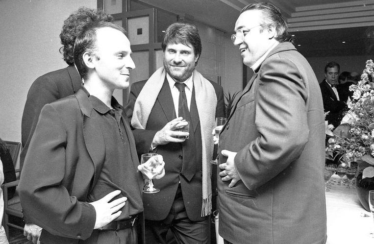 Robbe De Hert met Dominique Deruddere (l.) en Marc Didden (r.) in 1990. 'Vandaag is de Cinémathèque Royale in vlammen opgegaan.' Beeld BELGA