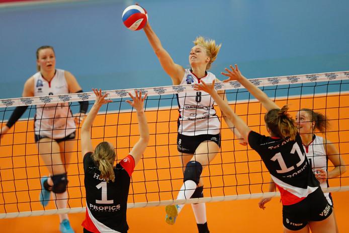 Demi Korevaar (8) bij Sliedrecht Sport