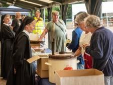 Lange rijen voor kloostermarkt Onze Lieve Vrouwe Abdij in Oosterhout