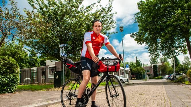 Half uur na hun laatste telefoongesprek stierf zijn vader plotseling: nu fietst Kevin 1400 km als eerbetoon
