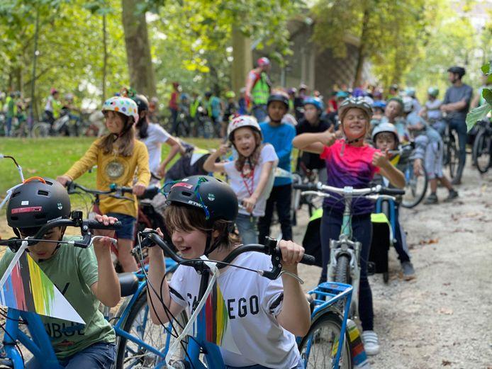 De Leuvense leerlingen mochten de laatste kilometer van het WK-parcours rijden en dat deden ze met veel enthousiasme.
