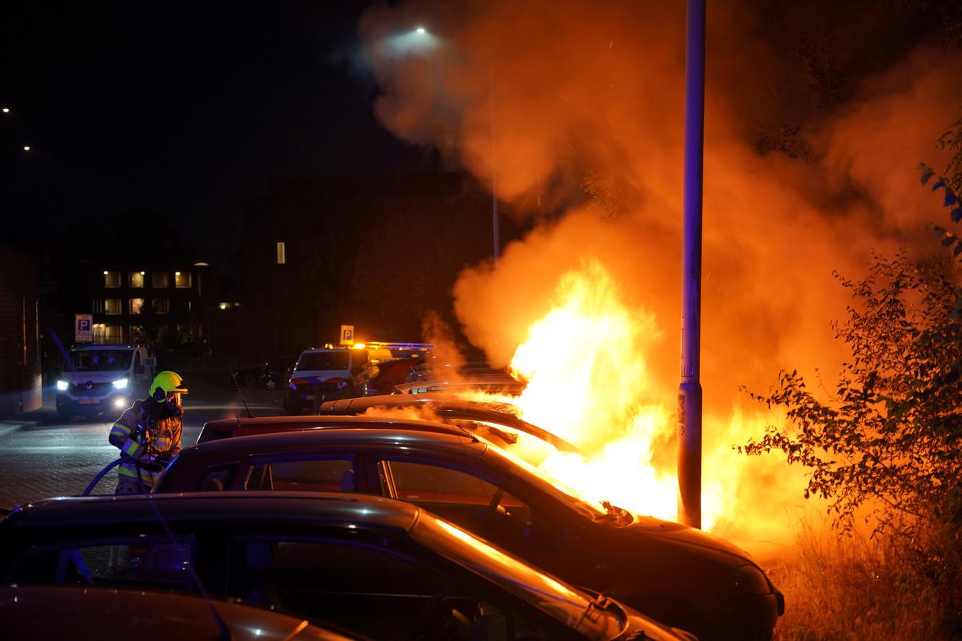 De autobrand aan de Tollenstraat in Nijmegen.
