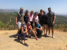 Max op Ibiza, Oranje Leeuwinnen oefenen tegen elkaar