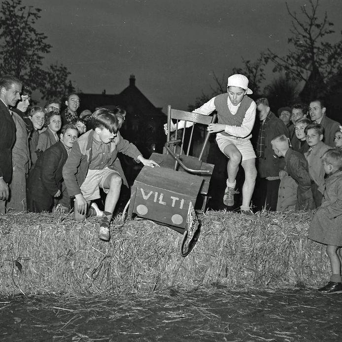 De zeepkistenrace in Geldrop in 1957. Foto's van fotograaf Frans van Mierlo