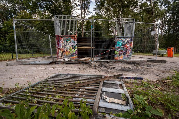 Het skateparkje aan de Twijnder/ Sondervick is vernield en in brand gestoken.