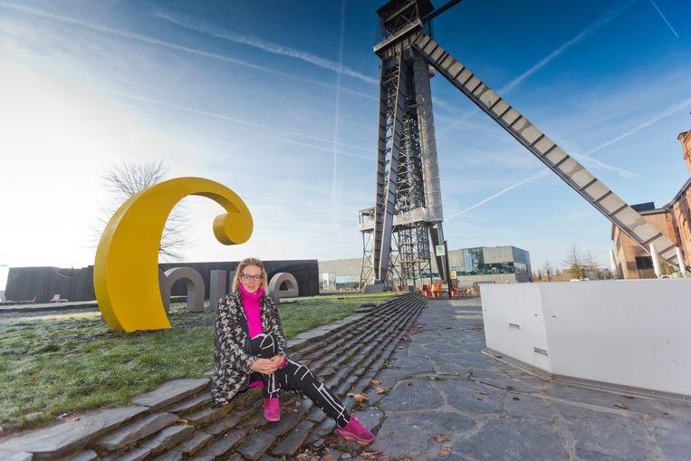 Schepen van cultuur Anniek Nagels kondigt de bouw van een kunstatelier op C Mine aan.