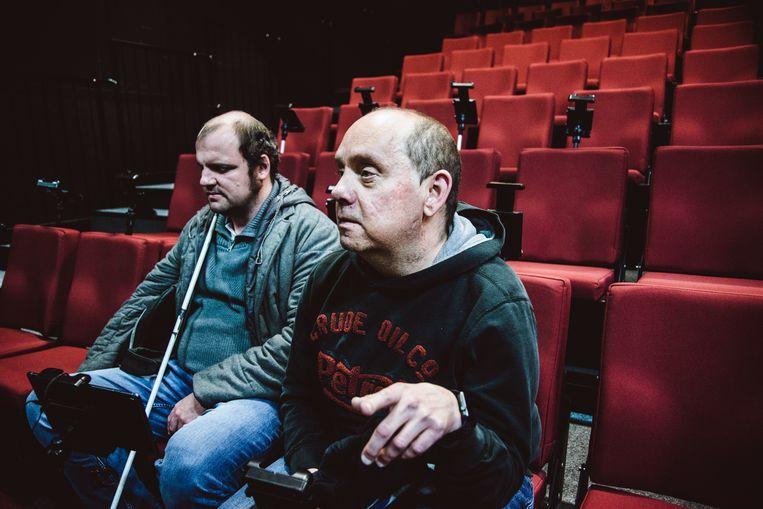 Nico De Rechter (R) bekeek de voorstelling met audiodescriptie. Beeld Francis Vanhee