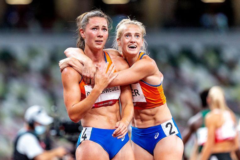 Oosterwegel (links) en Vetter als ze zien dat ze brons en zilver hebben gewonnen. Beeld Pro Shots / George Deswijzen