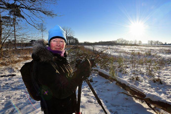 """Natuurfotografe Laura van der Burgt bij het Rozenven. ,,Ik wilde weten hoe en waar precies de zon opkwam."""""""