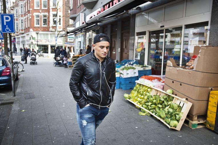 De Kruiskade in Rotterdam Oud-West. Legendarisch inmiddels om zijn multi-culturele karakter en problemen, maar het herstel is gaande. Beeld Guus Dubbelman / de Volkskrant