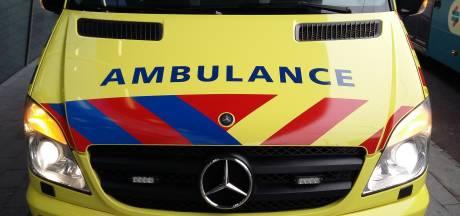 Bedrijfsongeval met zwavelzuur bij bedrijf in Arnhem, werknemer naar ziekenhuis