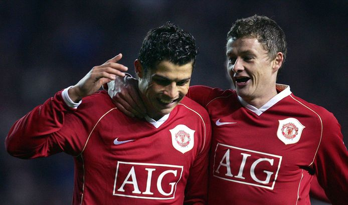 Ronaldo stond nog samen met zijn nieuwe coach Ole Gunnar Solskjaer op het veld.