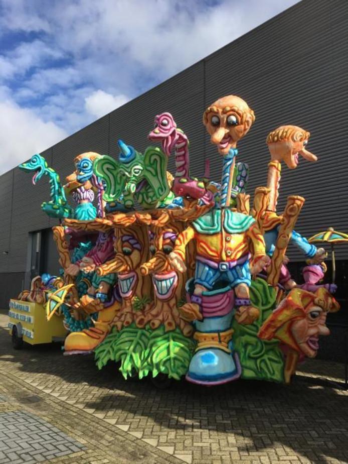 De carnavalswagen uit Waalwijk. De prijs is inmiddels al gezakt van 1.100 euro naar 990 euro.