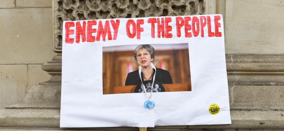 Des te lastiger de kwestie, des te sterker de behoefte aan een zondebok, zoals Theresa May