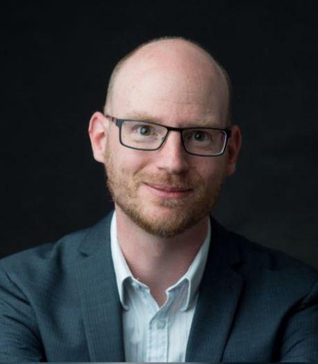 Gelukkigste stoepje van Hengelo leidt Wouter Munsterman naar benoeming tot stadsdichter