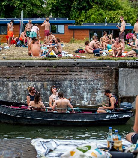 Een nachtje chillen bij de Muntsluis in Utrecht is voorgoed voorbij: gemeente plaatst hekken