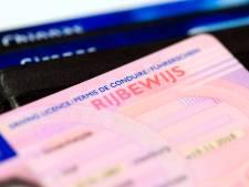 Man (37) rijdt zonder rijbewijs op N11