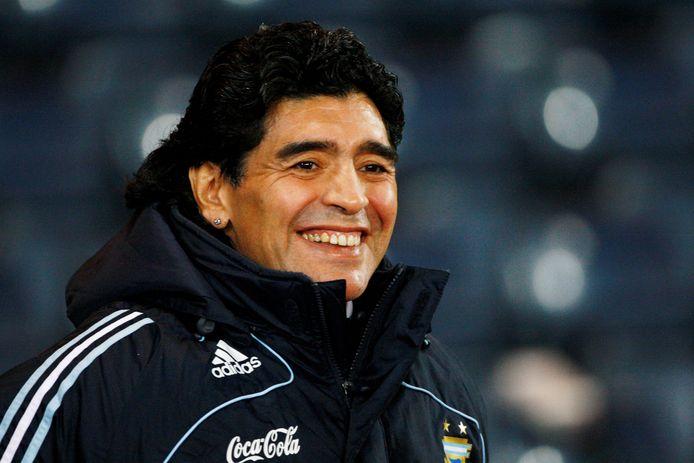 Diego Maradona als bondscoach van Argentinië in Schotland.