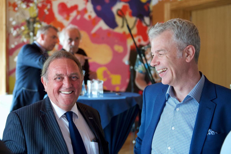 Hans Vahstal (l) en wethouder Hans Buijtelaar in gelukkiger tijden.