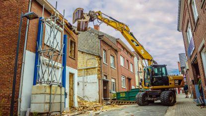 """Afbraakwerken van woning aan Misweg gestart: """"Nodig om naar de oorzaak van de instorting te zoeken"""""""