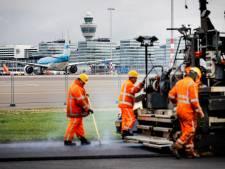 Zestien vliegtuigen landden op gesloten baan Schiphol