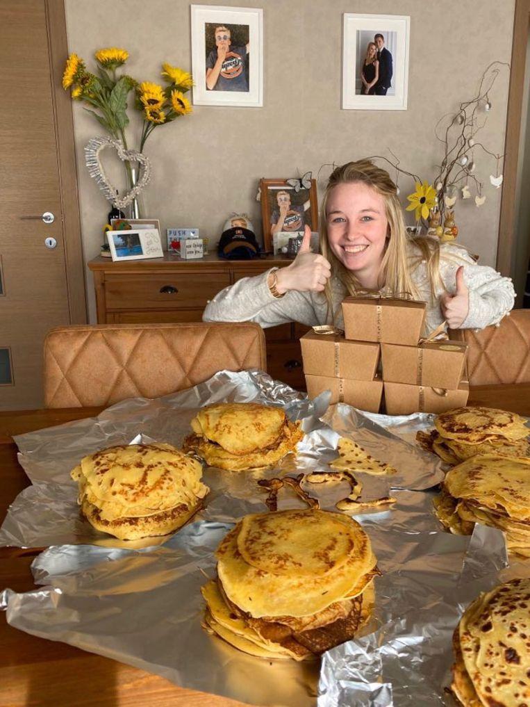 Annick, mama van Bram Bogaert, bakte pannenkoeken voor het UZ.