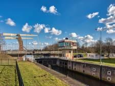 Ambulance vast voor open brug Marksluis na storing, maar 'geen structureel' probleem