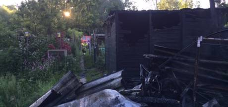Fikse brand bij volkstuinvereniging in Zaltbommel: 'De schade loopt in de duizenden euro's'