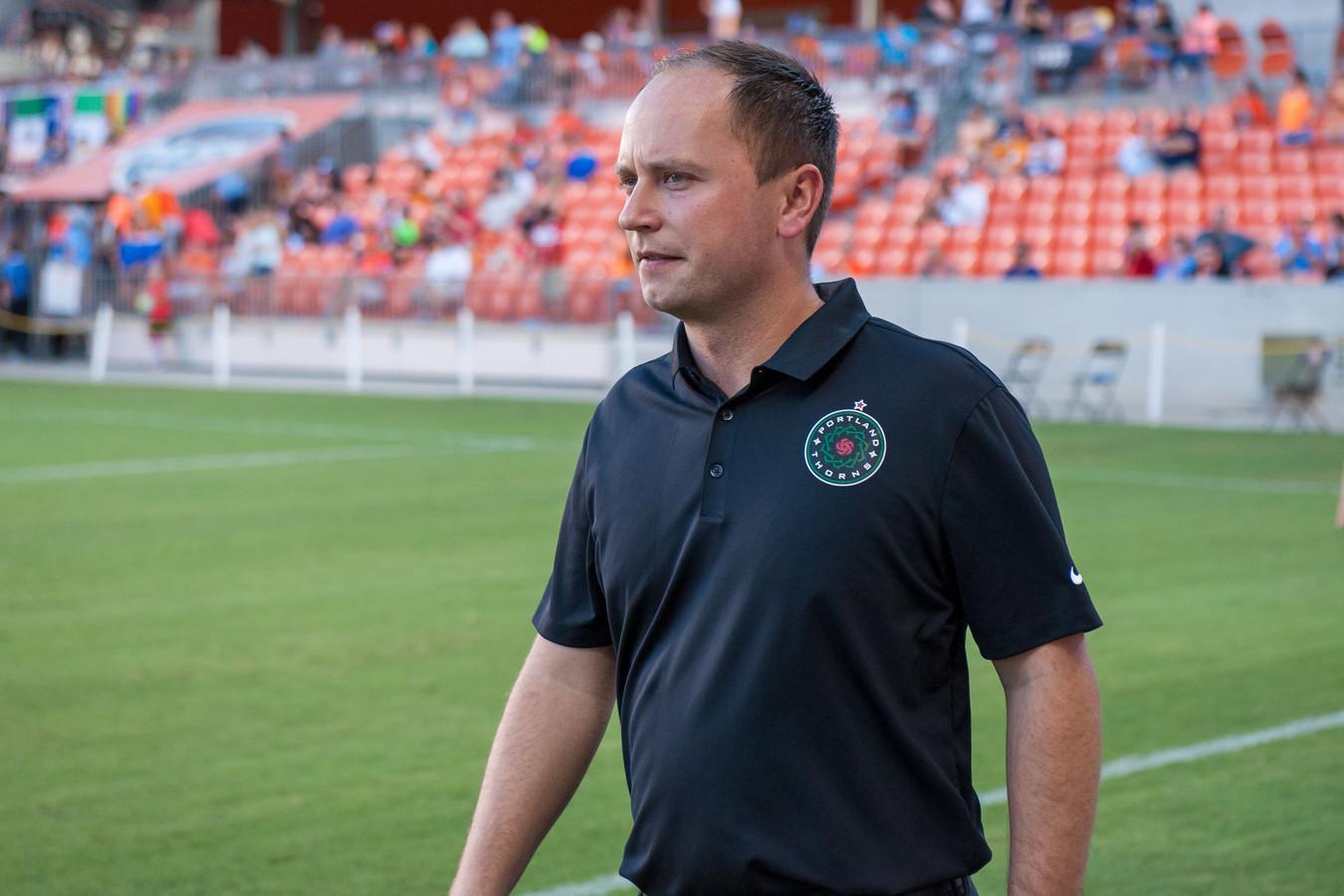 Mark Parsons als coach van Portland Thorns in oktober 2016.