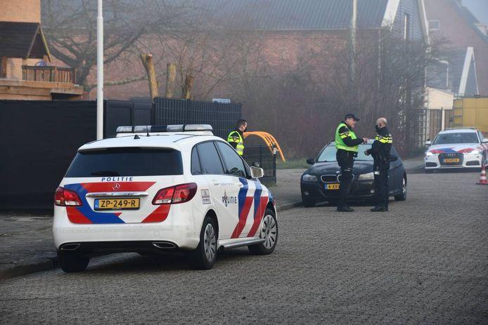 Politie in de Johannestraat in Axel.