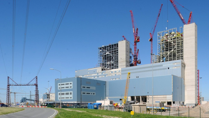 De kolencentrale in aabouw.