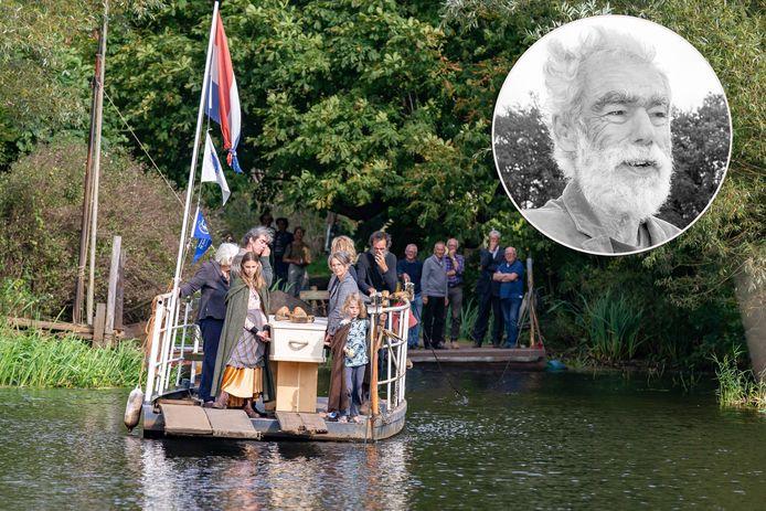 De kist met het lichaam van Jacob Versteegh op 'zijn' pont.