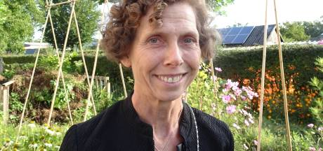 Het dorp van...Marie-Claire Schoordijk: 'elke week een veer omdat kinderen het verdienen'