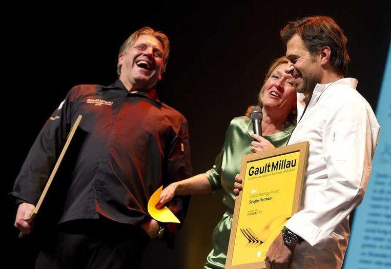 De Nederlandse chefs met een driesterrenrestaurant, Jonnie Boer van De Librije in Zwolle (links) en Sergio Herman van Oud-Sluis in Sluis, ontvingen in oktober samen de Grand Prestige Award van GaultMillau. Beeld anp