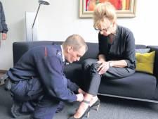 Haagse rechter probeert enkelband uit