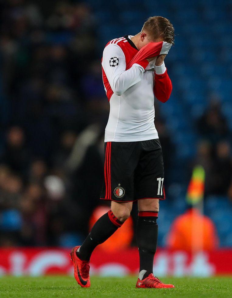 Sam Larsson van Feyenoord na het fluitsignaal van de wedstrijd tegen Manchester City op 21 november 2017. Beeld null