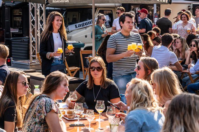 Onder jongeren zijn de speciaalbiertjes populair, zo bleek ook tijdens Hop & Hap in Uden.