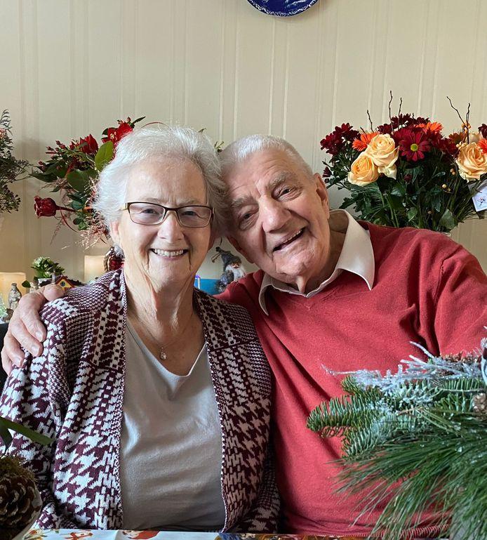Echtpaar Van Dijk-Van Zoelen uit Oss is 14 oktober 2021 60 jaar getrouwd