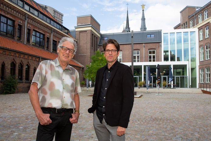 Harrie van Helmond (links) en René Erven van het Architectuurcentrum Eindhoven op de binnenplaats van DomusDela, een van de voormalige kloosters (Mariënhage) die aandacht krijgen op de Open Monumentendag 2021
