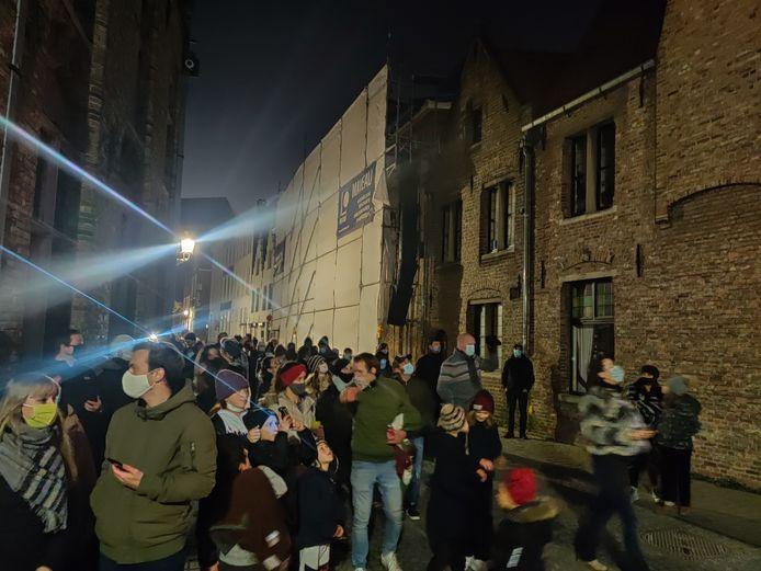 Grote drukte op het lichtfestival Wintergloed in Brugge.