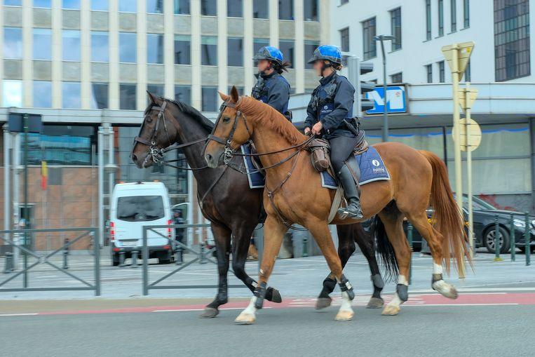 Politie aan de Naamsepoort Beeld Marc Baert