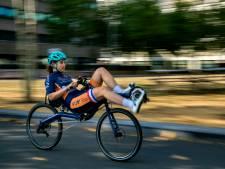 Lieke de Cock uit Eindhoven wil met 125 kilometer per uur op een ligfiets het wereldrecord verbreken
