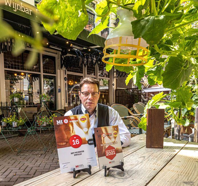 Arjan Broekman van het Wijnhuis in Zwolle is zo trots als een pauw.