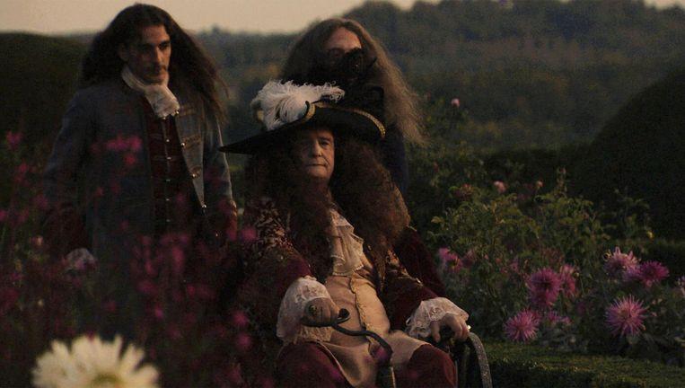 De film speelt zich af rond het ziekbed van de Franse koning Louis XIV Beeld -