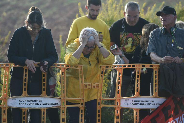 Medestanders van de Catalaanse leiders reageren op het vonnis.  Beeld AFP
