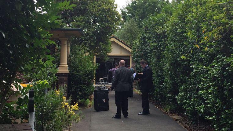 De politie bij het huis van Wright in Sydney.