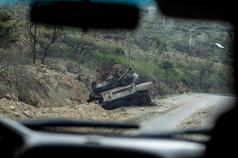 Een kapotte tank in Abi Adi.  Beeld AP