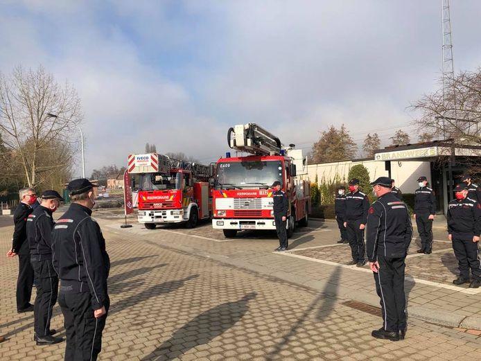 Links de ladderwagen die komt van de brandweer van Diest, rechts het exemplaar uit 1997.