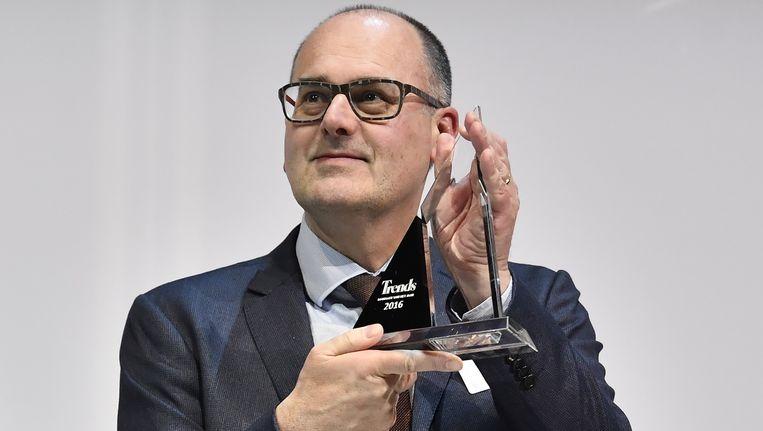 Bart De Smet met zijn trofee van 'Manager van het Jaar'. Beeld BELGA